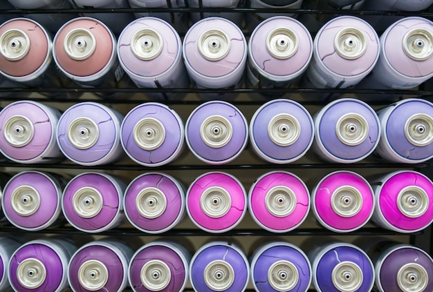 Kolorowe puszki farby