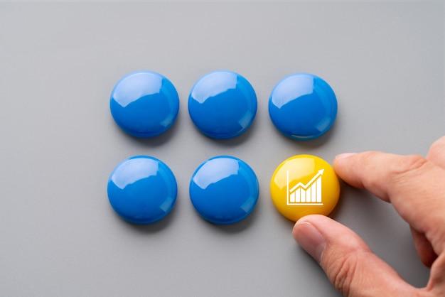 Kolorowe puzzle biznesowe i strategiczne