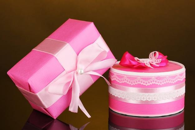 Kolorowe różowe prezenty