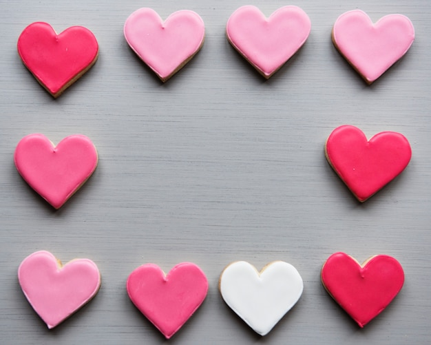 Kolorowe serca ciastka kształt ozdobnej miłości smitten valentine design space