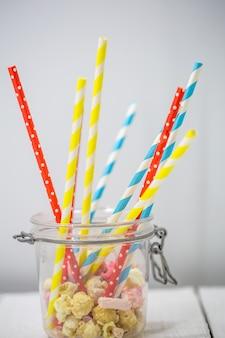 Kolorowe słomki do napojów