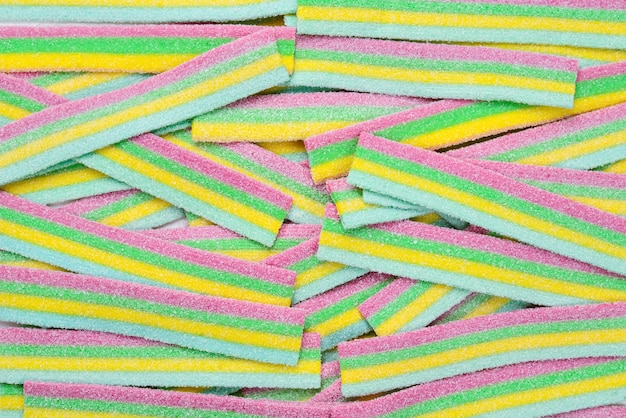 Kolorowe soczyste cukierki gumowate tło. widok z góry. słodycze galaretkowe.