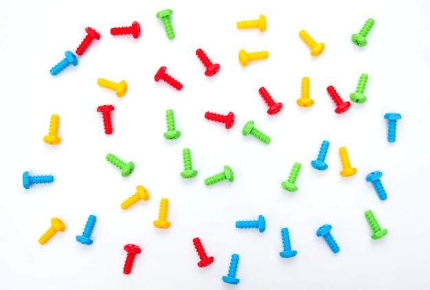 Kolorowe śruby do zabawek. zabawki konstrukcyjne. tło śrub. boltików. zabawka plastikowa.