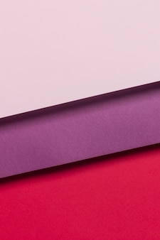 Kolorowe szafki na stole