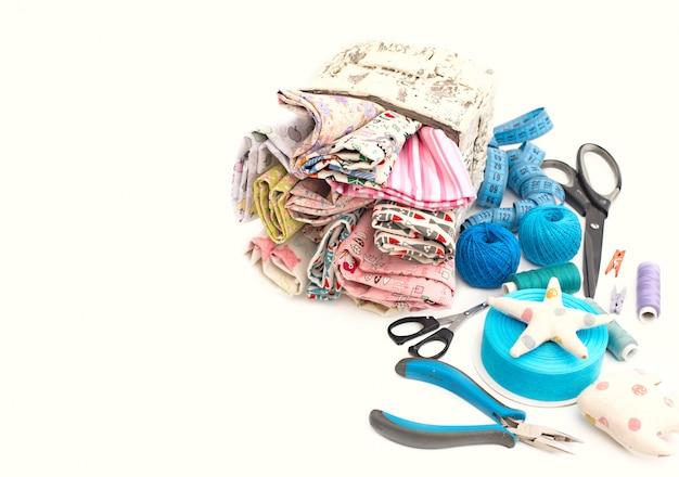 Kolorowe tkaniny do rzemiosła, projektów artystycznych