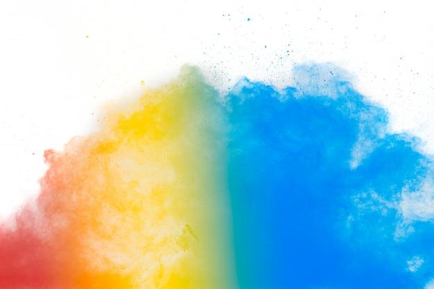 Kolorowe tło wybuchu proszku pastelowego. wielokolorowe splash splash na białym tle. malowane holi.