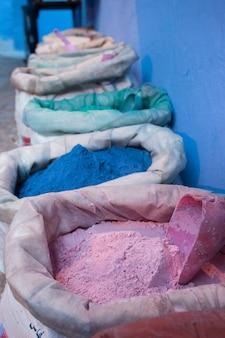 Kolorowe torby z proszkiem