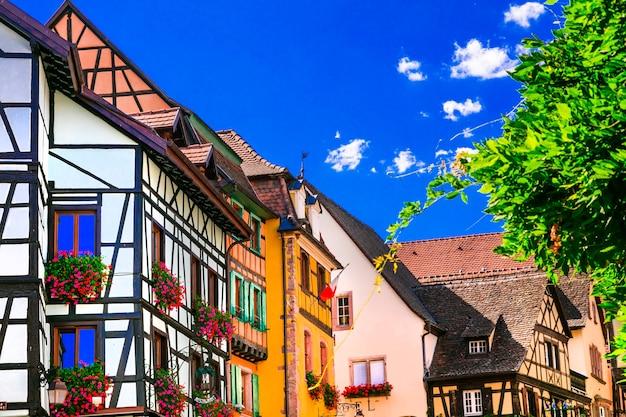 Kolorowe tradycyjne wioski alzacji we francji