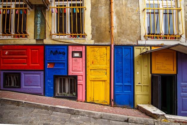Kolorowi domy balat okręg, istanbuł, turcja.