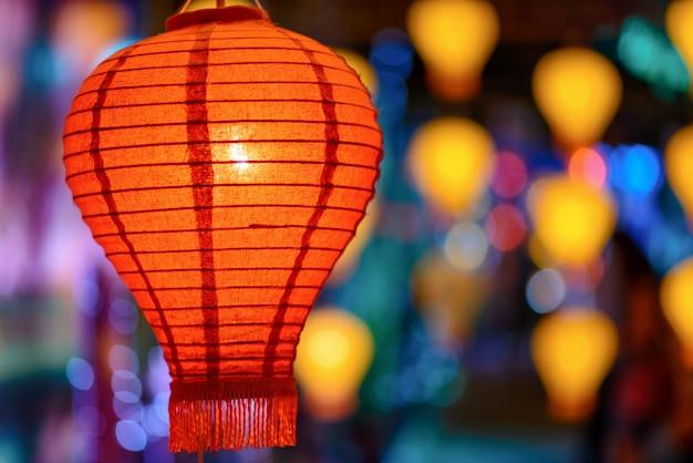 Kolorowi lampiony w latarniowym festiwalu lub yee peng festiwalu, chiang mai, tajlandia