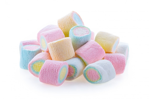 Kolorowi mini marshmallows na bielu stole.