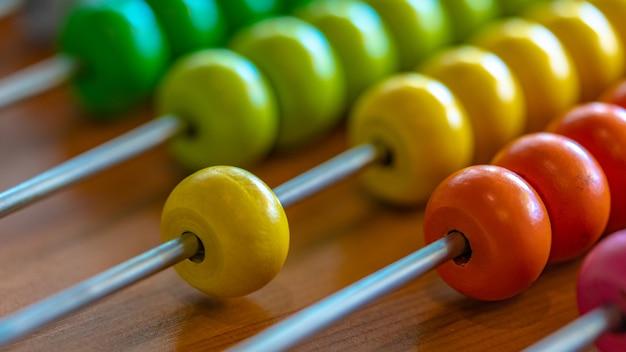 Kolorowy Abacus Do Nauki Podstawowy Kalkulator Matematyki Premium Zdjęcia