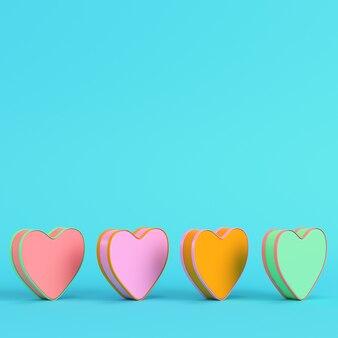 Kolorowy abstrakcyjny kształt serca na jasnoniebieskim w pastelowych kolorach