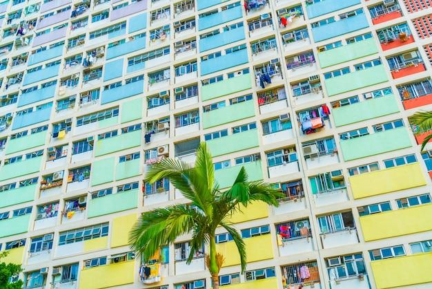 Kolorowy budynek w hongkongu
