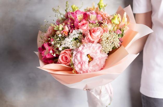Kolorowy bukiet różnych kwiatów