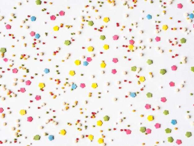 Kolorowy cukier posypuje tło, cukier kropi, dekoracja na ciasto i piekarnię
