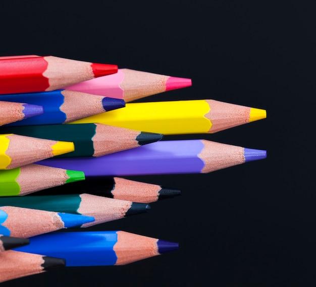 Kolorowy drewniany ołówek