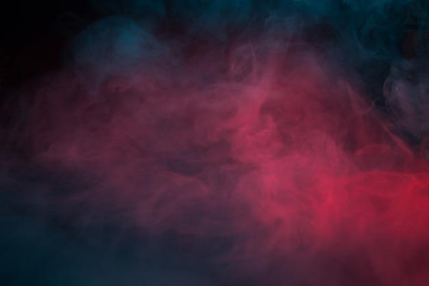 Kolorowy dym na czarnym tle zbliżenie