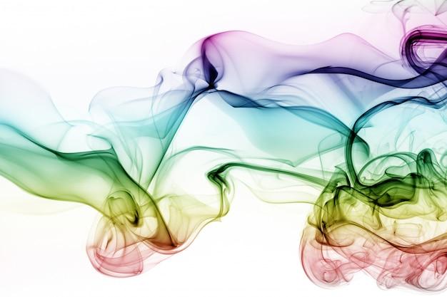 Kolorowy dymny abstrakt na białym tle. ruch wody z tuszem