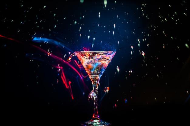 Kolorowy koktajl. koncepcja żywności i napojów