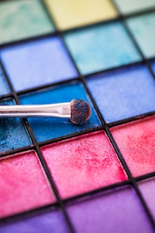 Kolorowy oko cienia palety tło z makeup muśnięciem