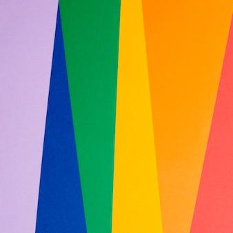 Kolorowy papier na biurku