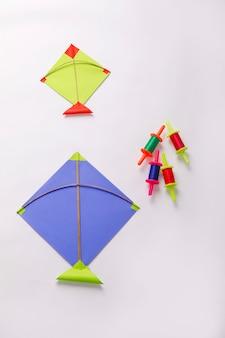 Kolorowy papierowy latawiec, indyjski festiwal makar sankranti koncepcja