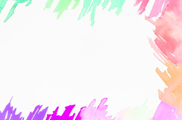 Kolorowy pędzel na białym tle