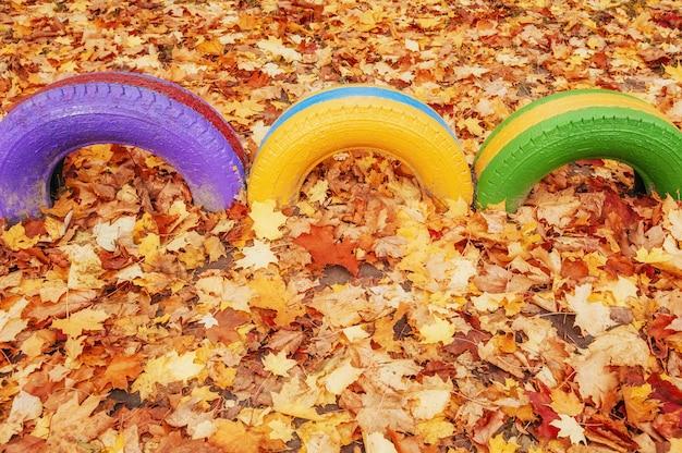 Kolorowy plac zabaw przy przedszkolu