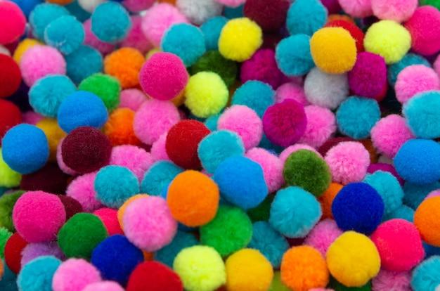 Kolorowy pom pom