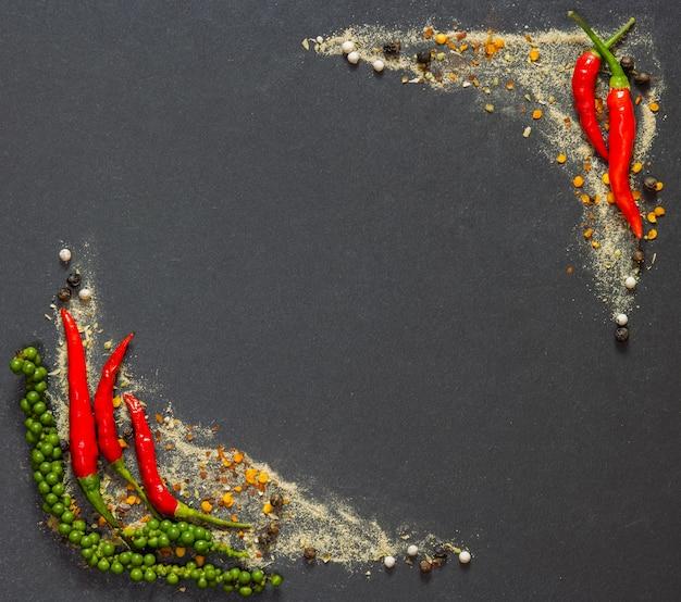 Kolorowy przyprawy i zioła, główny składnik wielu potraw.