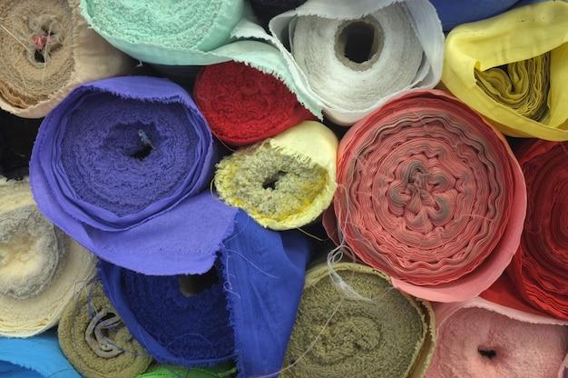 Kolorowy rolki tkaniny tło.