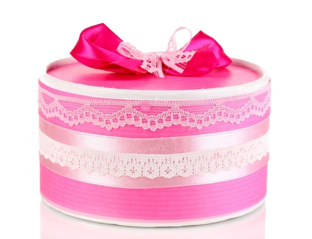 Kolorowy różowy prezent z kokardą na białym tle