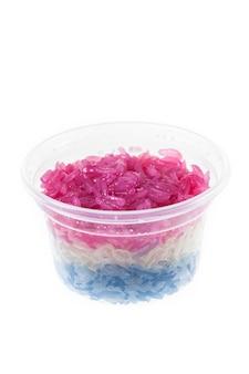 Kolorowy słodki lepki ryż na białym tle
