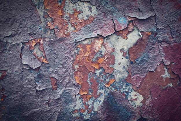 Kolorowy stary uszkodzony mur z cegły