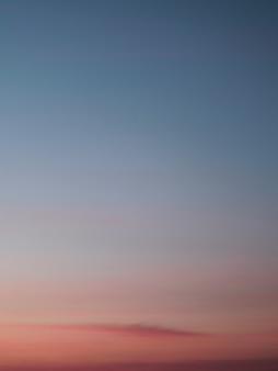 Kolorowy zachód słońca na tle nieba. republika dominikany.