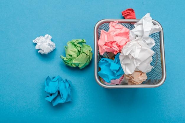 Kolorowy zmięty papier