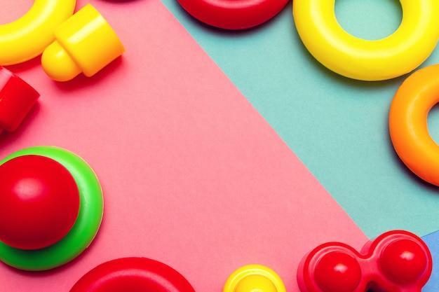 Kolorowych dziecko dzieciaków edukaci zabawek ramowy tło