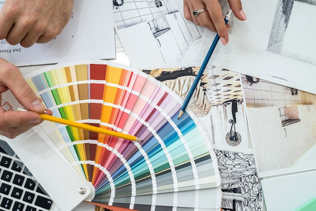 Kolorystyka wnętrz dobierana przez projektantów na swoim miejscu pracy.