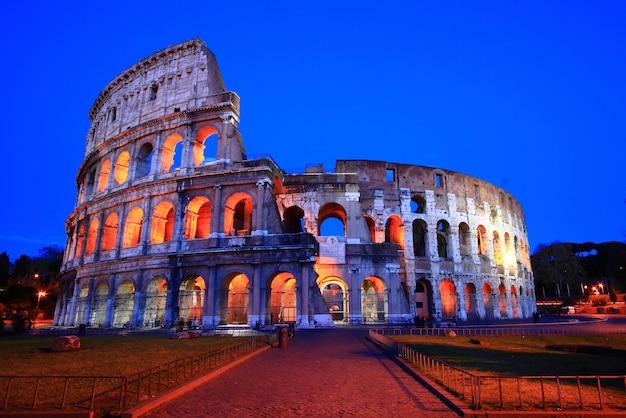 Koloseum w półmroku