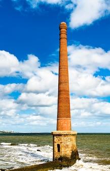 Kolumna wentylacyjna przy rambla francia w montevideo w urugwaju