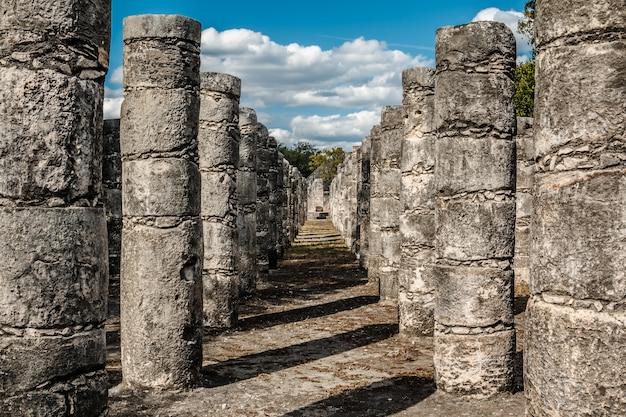 Kolumny w świątyni tysiąca wojowników