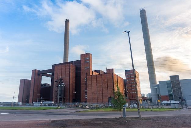 Kominy dużych budynków i wysokich zakładów przemysłowych