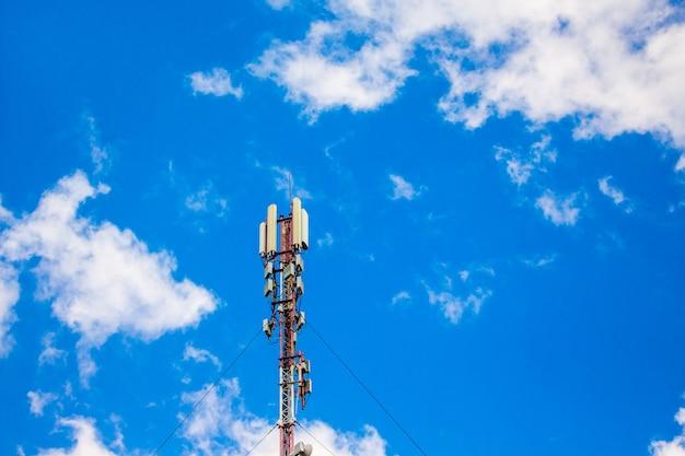 Komórkowa stacja bazowa, antena transmisji sygnału