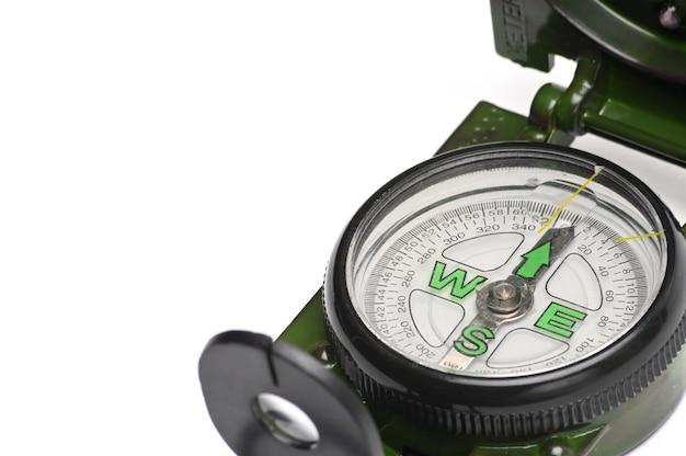 Kompas armii na białym tle