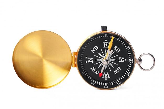 Kompas na białym tle. podróże narzędziowe, turystyka, nauka
