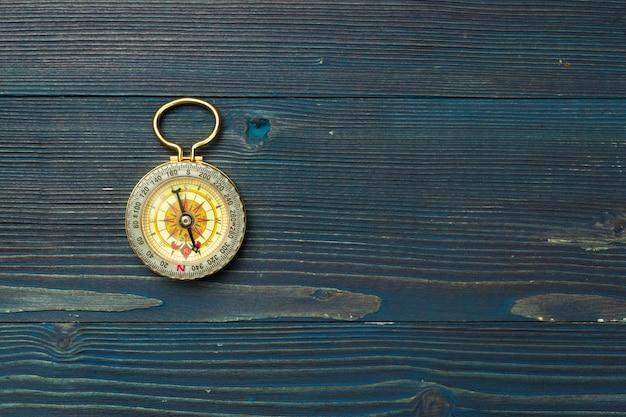 Kompas na drewniane tła