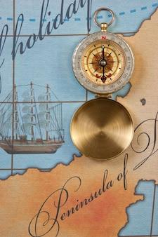 Kompas na stylizowanej mapie