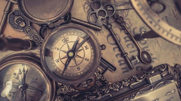 Kompas nautyczny na mapie