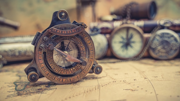 Kompas piracki morski mosiężny